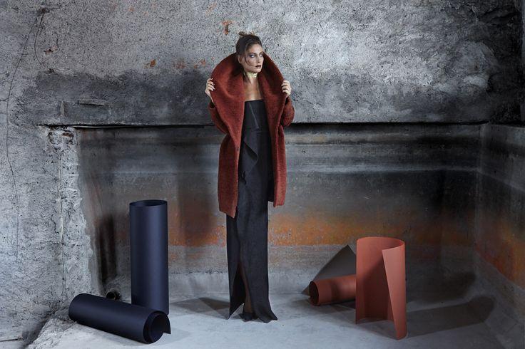 #dress #velvet #tailormade #evening #gown #moda #fashion #design #fashiondesign #fashionista #fashiondesigner #madeinitaly #italy #robertaredaelli #colours #black #burgundy #girl #woman #shooting #campaign #fall #winter #model #coat #belt #gold