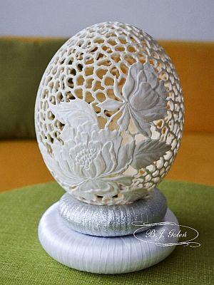 pisanka strusia hand carved ostrich egg this ostrich egg made by Bogusława Justyna Goleń Ażurowe Pisanki