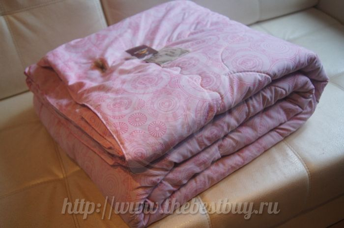 Качество на все времена!Одеяло стеганое со 100% верблюжьей шерстью🐪🐪🐪 #thebestbuy_ru #new #hit #mongolia #wool #монголия #одеяла #монгольскиеодеяла #верблюжьяшерсть #шерсть #доставка #им #россия #гоби  Производитель: Gobi Sun (Монголия) Ткань верха: 100% хлопок Наполнитель: 100% верблюжья шерсть Вес: 2300 гр. Размер: 160х210 см. Цвет: розовые круги Артикул: GS200CL16  Описание: Новое поступление из Монголии 2016 года. Новинка сезона, прямые поставки из Монголии. Стеганое одеяло из…