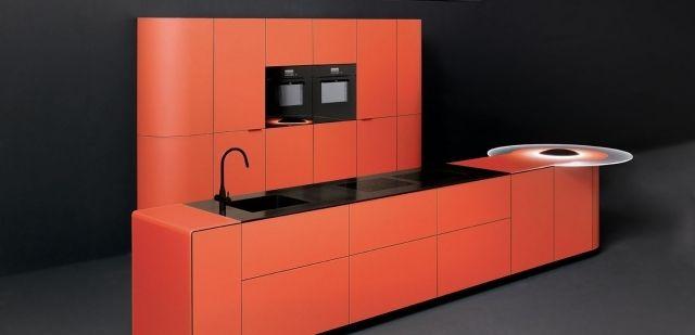 ged küche mit kochinsel orange schwarze geräte spüle