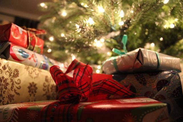 Dla mamy Danuty, taty Andrzeja, dziadka Franka, cioci Ani, wujka Romka, córki Zuzi. Jednym słowem dla wszystkich Bliskich. Co? Prezenty na święta.  Z portalem NEED4GIFTS.COM wyszukasz i kupisz najtaniej wymarzone świąteczne prezenty. Zarejestruj się za darmo, twórz swoje listy prezentów, zapraszaj Bliskich i ciesz się trafionymi prezentami.#NEED4GIFTS #trafionyprezent #święta #prezenty