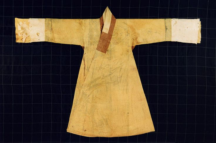 Myeongjugyeopsomnubijingnyeongpo (Quilted Silk Clothes) Important Folklore Cultural Heritage  217-2. From the tomb  of Gim Cheom of the Andong Kim clan. Late 16th/early 17th century.