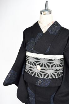 Western turtle pattern beautiful Yūki-tsumugi style single kimono, such as the Red Light