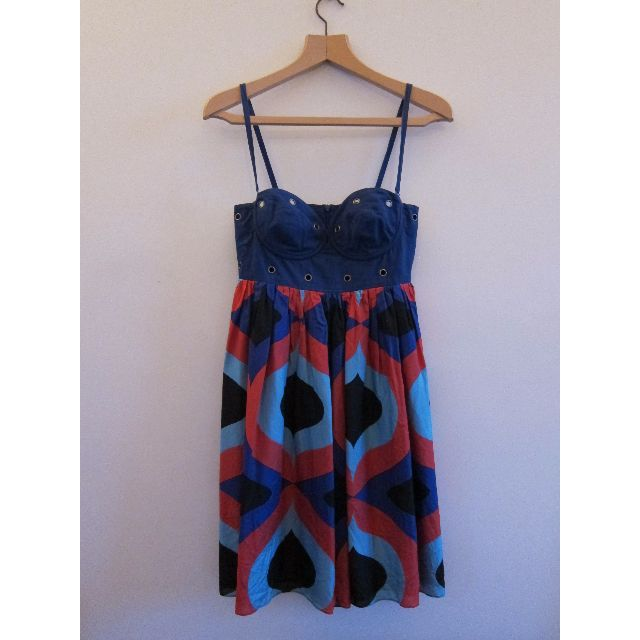 100%%20Silk.Gorgeous%20Zimmermann%20Short%20Dress.%20Used%20but%20in%20V%20Good%20Condition.%20Average%20wear%20and%20tear%20on%20metal%20detail.Features%20Circle%20Metal%20Details%20and%20Removable%20Straps%20-%20Can%20be%20worn%20with%20and%20without%20straps.%20Printed%20Skirt%20with%20Solid%20Navy%20Lining.Bra%20/%20Wire%20Shape%20to%20fit%20small%20to%20medium%20bust.