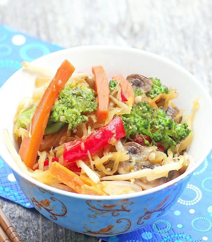 {low calorie} Spaghetti Squash Lo Mein: http://chocolatecoveredkatie.com/2012/06/05/spaghetti-squash-lo-mein/