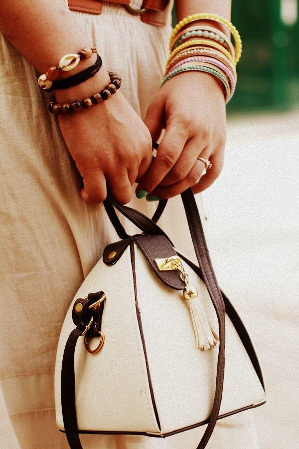 white vintage bag...if I could find...I want lol