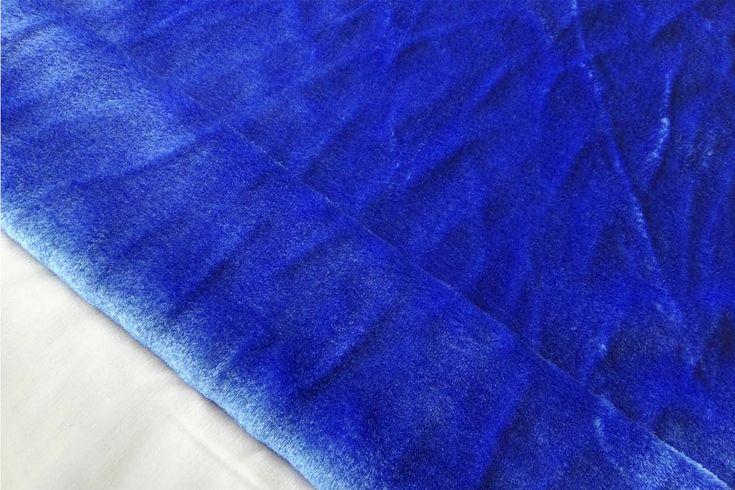 Tejido de pelo Azulón de carnaval con caída, suave y agradable. Disponible en varios colores. Ideal para disfraces de gorila, conejo, perro o para confección de cuellos..#pelo #corto #colores #caído #suave #agradable #confección #cuellos #mangas #disfraces #carnaval #oso #perro #conejo #tela #telas #tejido #tejidos #textil #telasseñora #telasniños #comprar #online #comprartelas #compraronline