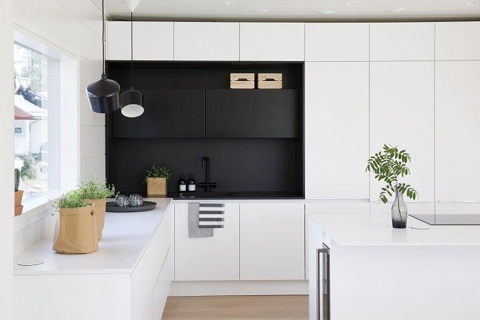 Yksinkertaista ja ajatonta tyyliä Honka Markin keittiössä.