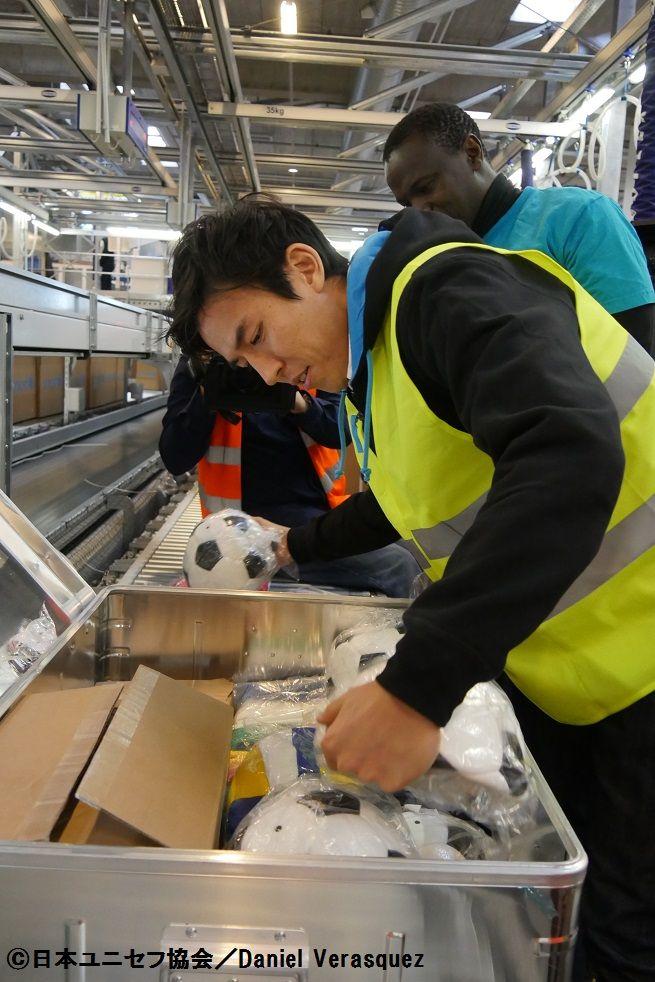 長谷部誠がユニセフ最大の物資供給センターを訪問「これからも支援を続ける」 | サッカーキング