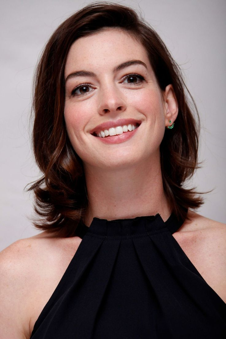 anne-hathaway-at-the-intern-press-conference-in-los ... Anne Hathaway