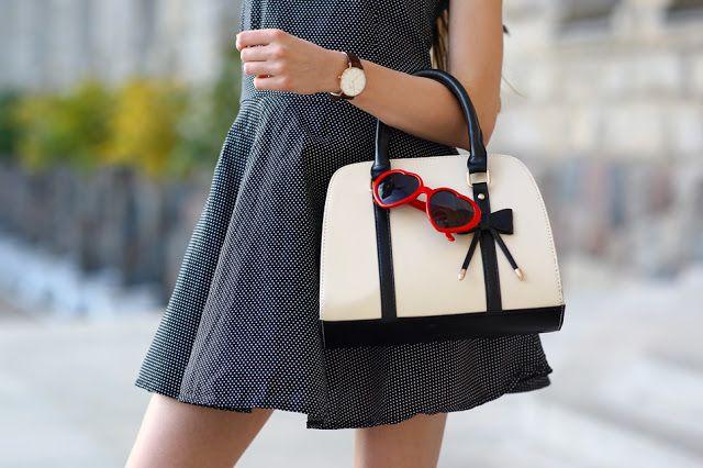 Czarna Sukienka W Kropki Wielki Kapelusz I Czerwone Szpilki Ari Maj Personal Blog By Ariadna Majewska Bucket Bag Fashion Bags
