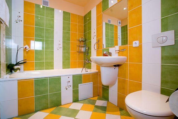 Посмотри, какой может быть желтая ванная комната, и какие цветовые сочетания будут лучшими. Большая фото подборка поможет тебе найти свой индивидуальный дизайн.