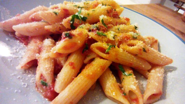 Pasta arrabiata – Macarrones con salsa arrabiata – Penne all'arrabbiata