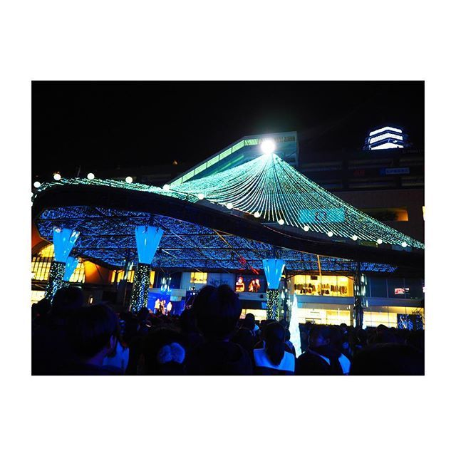 Instagram【mgmn3710】さんの写真をピンしています。 《. . #アミュプラザ大分 の #点灯式  に 行ってきました♩♩♩ . まあまあ #綺麗 でした(笑) . . #アミュ #大分 #イルミ #イルミネーション #大塚愛 #olympus #olympuspen #olympuspenepl7  #ミラーレス #ミラーレス一眼 #ミラーレス一眼カメラ  #カメラ女子 #カメラ初心者 #夜景 #instagood  #カメラ #カメラ部 #写真 #写真部 #いいね #フォローミー》