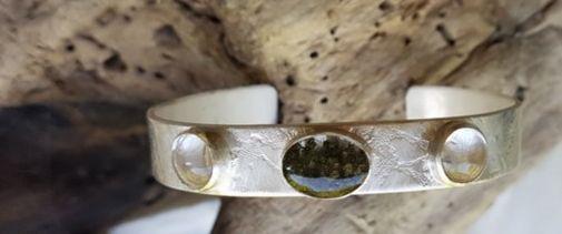 Opdracht | Armband, zilver met salie en bergkristal