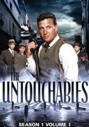 """Estados Unidos (1959-1963) - Eliot Ness (Robert Stack), un personaje real, fue la pesadilla de los gángsteres de Chicago durante la época de la Ley Seca (1920-1933). Se hizo famoso sobre todo porque consiguió arrestar a Al Capone. Pero Ness y sus hombres, """"los Intocables"""", también se enfrentaron a criminales de la catadura de Dutch Schultz, Lucky Luciano o Ma Barker (Filmaffinity)."""