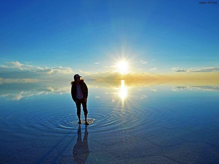 Солончак Салар де Уюни -высохшее соленое озеро в Боливии. Солончак Салар де Уюни является самым крупным солончаком в мире.