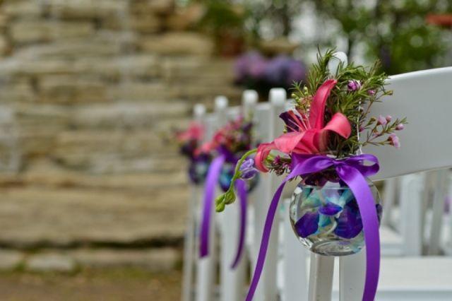 Bloemdecoratie bij de huwelijksceremonie - Flower decoration for the ceremony