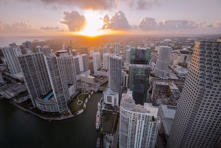 Airing Out :: Flying Over Miami   The Hundreds