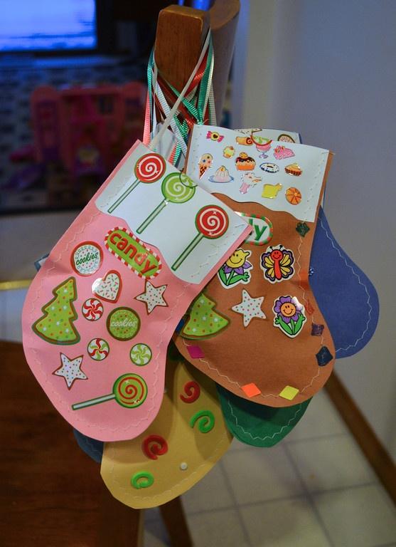 Paper stockings filled w/treats for the kiddies classmates: Kids Christmas, Kids Stuff, Kids Classmat, Kiddie Classmat