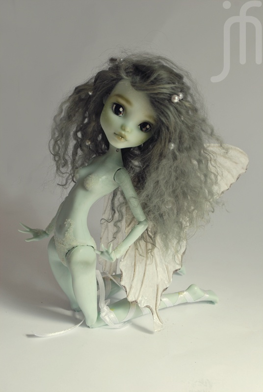 My Monster High Frankie repaint.    Follow my work:  http://www.facebook.com/MonieeArt  http://moniee.net/