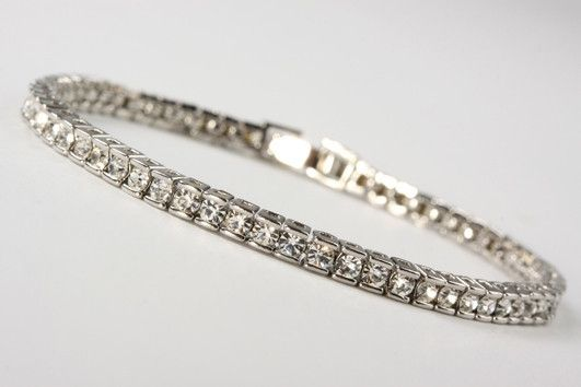 Diamante Bracelet set with cubic zirconias. Real rhodium electroplated over brass. Size adjustable 7 inches to 8 inches