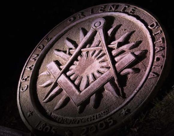Simbolismo Massonico: Squadra e Compasso #massoneria #simboli