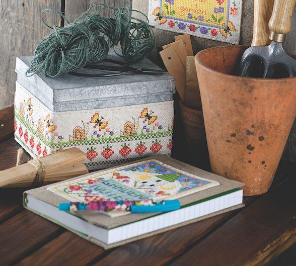 Aproveite o início da primavera para personalizar a área do seu jardim com estes lindos gráficos da designer Lucie Heaton! Estes lindos gráficos que você pode baixar em PDF, foram liberados pela revista Cross Stitch Collection deste mês!