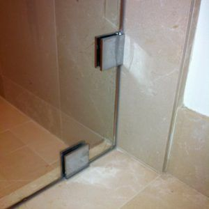 Cr Laurence Shower Door Sweep