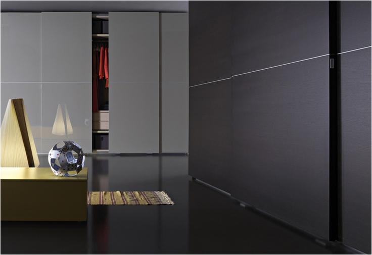 Armarios Lema, puerta corredera Piana.  Muebles de diseño.