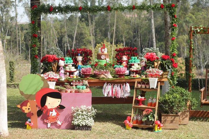 Que amor esta Festa Chapeuzinho Vermelho. Decoração Ateliê da Ju. Lindas ideias e muita inspiração! Bjs, Fabiola Teles. Mais ideias linda...