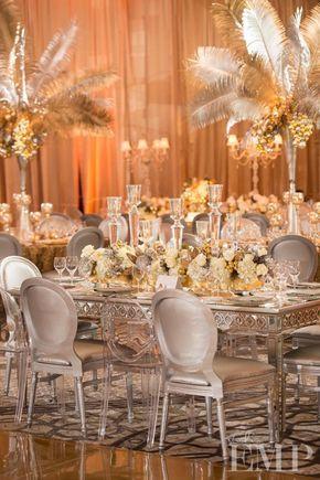 Boda vintage decorada con colores dorados y plateados; ademas de la utilización de plumas para centros de mesa. #BodaVintage