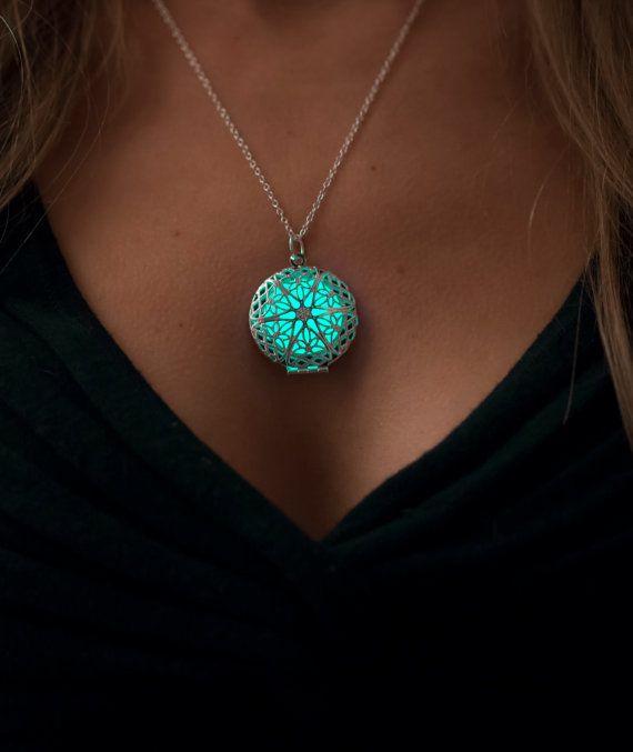 Frozen Glowing Necklace Glowing Jewelry Steampunk par EpicGlows