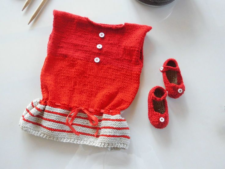 vestido y zapatitos de bebe de punto y ganchillo