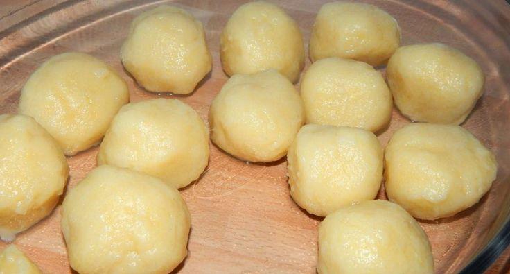 Ez egy klasszikus burgonyagombóc recept. Köretként adhatjuk, főként húsételek mellé. Nagyon egyszerű, és nagyon finom. :)