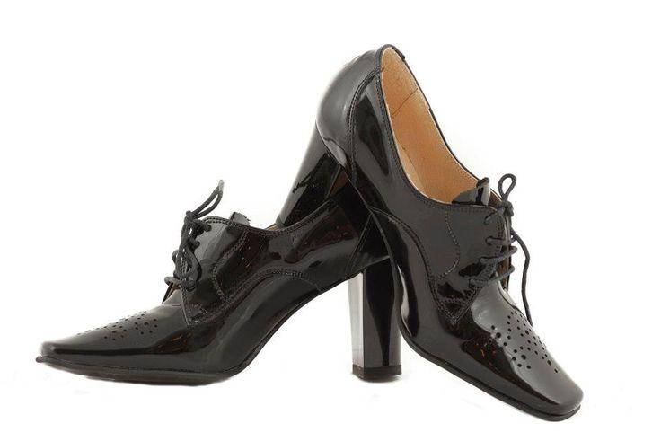 In trend!  Pantofi din piele lacuita - 180 lei