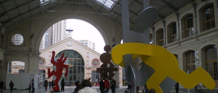 Le 104 est un lieu étonnant, centre d'art et de culture où l'on peut autant visiter une exposition de Keith Haring, qu'admirer les danseurs de Hip Hop ou manger une pizza. Un lieu à découvrir.