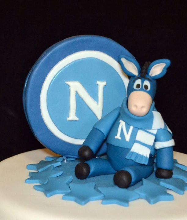 Napoli football cake - Mascotte detail