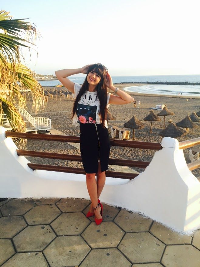 Black pencil skirt/Bershka red stilletos/ Stradivarius funny shirt/Travel/Followmeto/Tenerife/Holidays/Ocean View/Canarian Islands