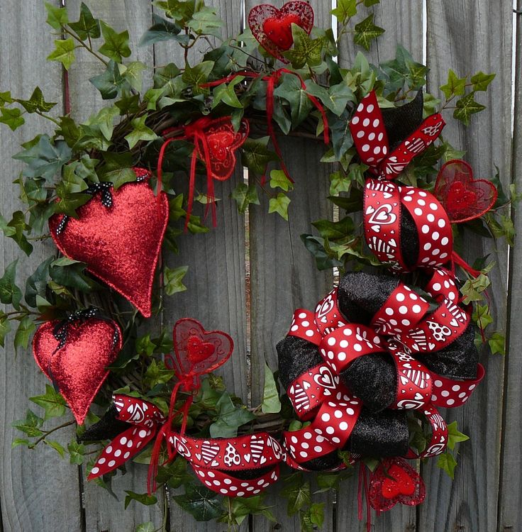 Valentines Wreath   Red And Black Valentines Day Wreath With Hearts With Ivy