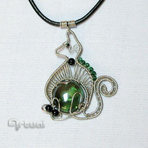 Fénykép: Wire wrapped Egyptian kitty pendant. http://www.artual.com/wire.html Egyiptomi kismacs drótmedál. http://www.artual.com/drot.html