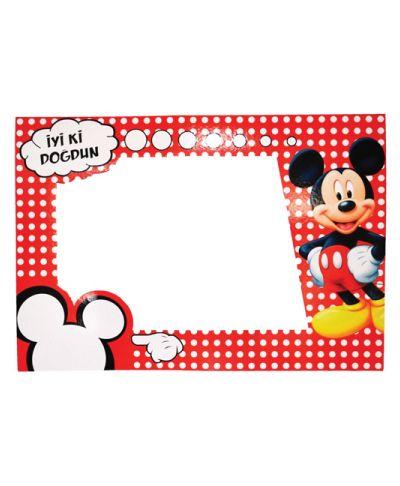 Güzel Hatıralar Bu Çerçevede! Paket içerisinde doğum günü parti temanızı tamamlayacak Mickey mouse konseptine uygun 70 x 100 cm  kırılmaz malzemeden hatıra fotoğrafı çerçevesi bulunmaktadır.