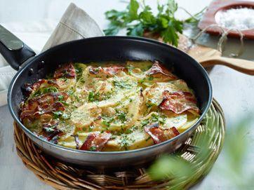 Kartoffelpanden kan laves i forvejen og lunes i ovnen, inden overfladen grilles. Den behøver ikke tilbehør i form af kød, men gerne tomatsalat