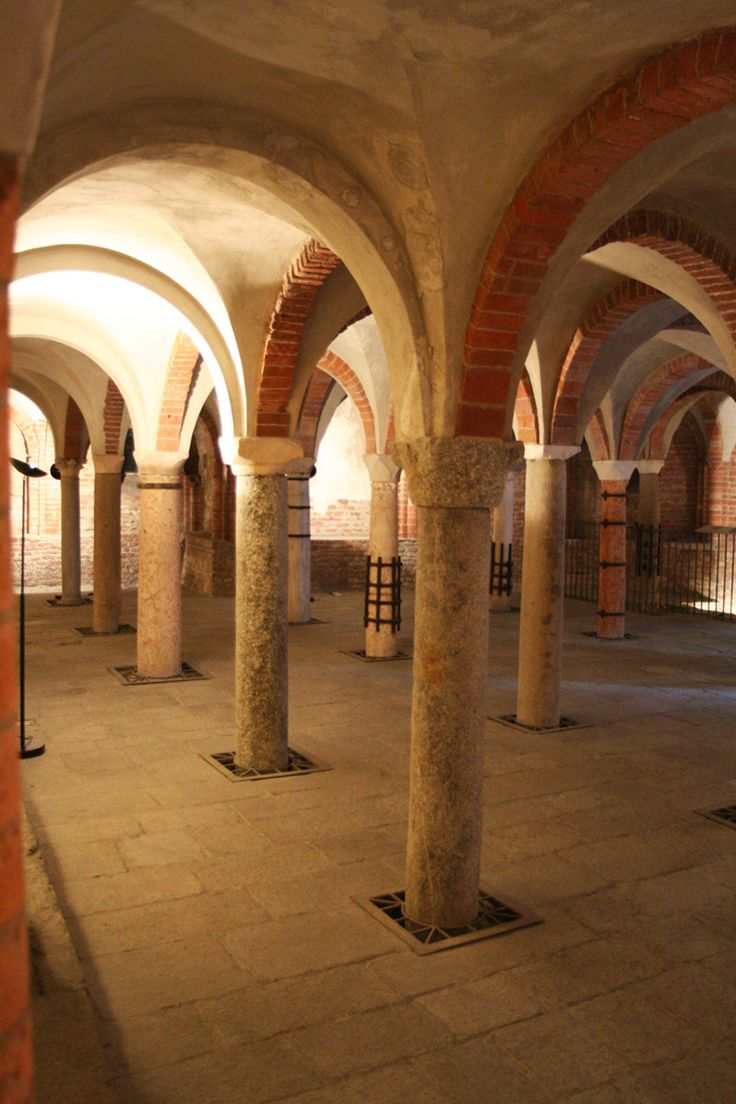 San Giovanni in Conca, the cript. Discover underground Milan with our guided tours. milanoarte.net