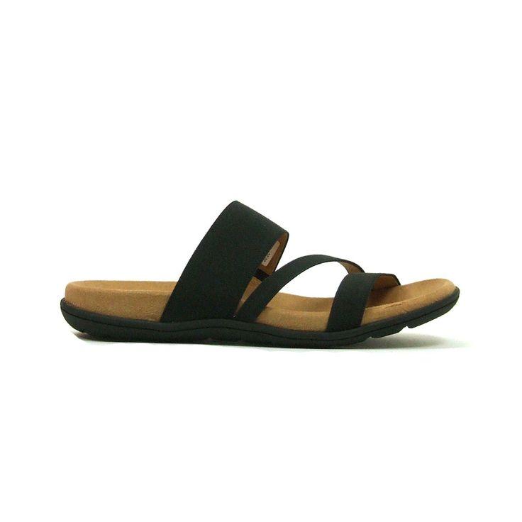 Comfortabele sandalen van Gabor,model 83.762! Deze sandalen hebben over de wreef een drietal banden waarvan 1 met elastiek zodat deze perfect aansluit. Daarnaast hebben deze sandalen een heel goed voetbed. De dames sandalen zijn helemaal van leer en hebben een rubber zool. . Een zachte bekleding van luchtkussentjes dempt iedere stap perfect. Een dagje shoppen, een steden tripje of gewoon om en rond het huis alles kan met deze super sandalen.