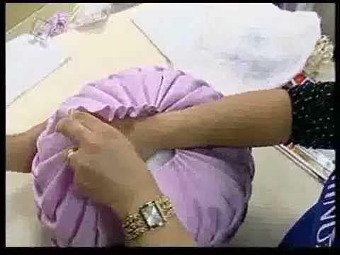 Vídeo aula explicando como se fazer uma linda Almofada Pneu Tri-Foco Copinho, utilizando a técnica do capitonê! E se tratando de capitonê, nada melhor que assistir a essa aula maravilhosa com a nossa ilustre Valéria Soares!    Um agradecimento à Deily Katiulse!