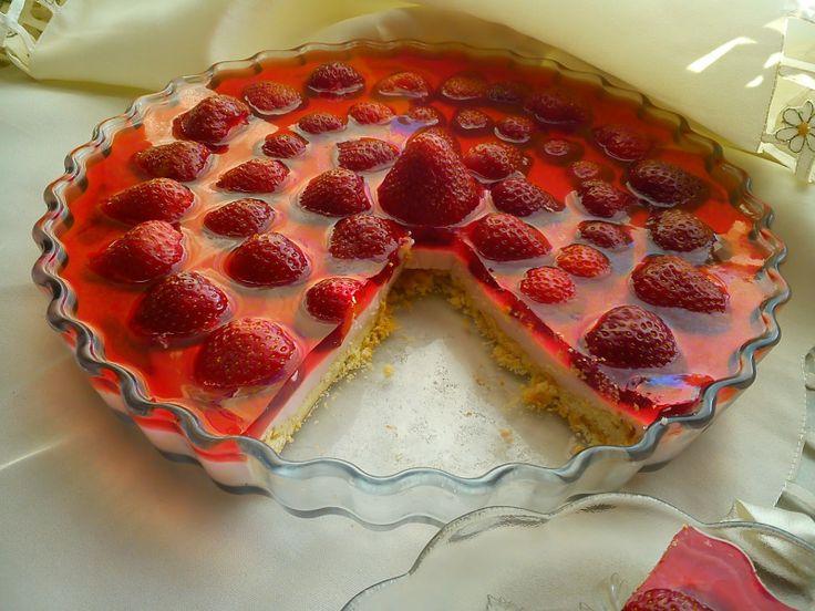 Tarta z ricottą - sernik na zimno z truskawkami