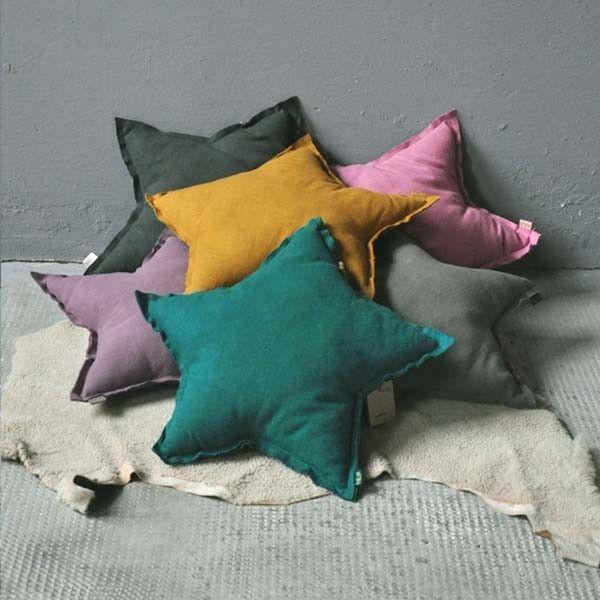 Numero 74 - Petit Coussin Etoile - flashy sur pop-line.fr #pillow #cushion #star