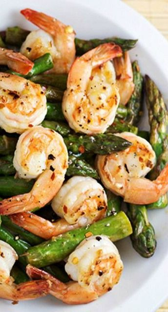 Shrimp, asparagus, lemon sauce: a winning combination.
