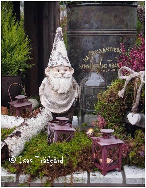 """I fjol hade jag väldigt mycket lust att göra julfint ute     Stirrar ut på höstregn !   Nu är det snart dags att """"julpynta"""" det gamla plan..."""